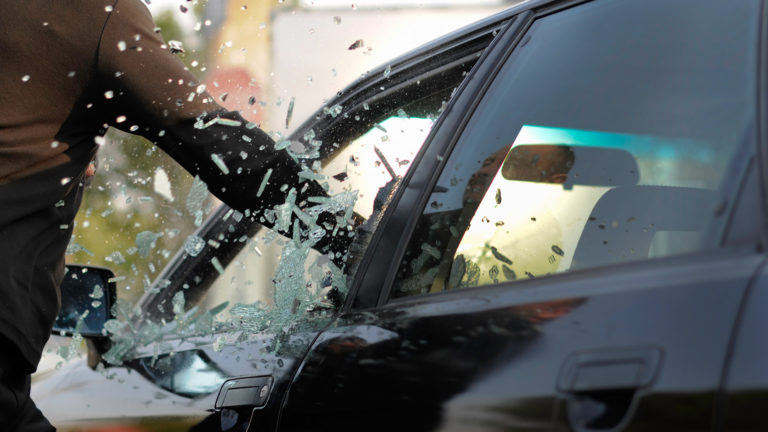 Film vitrage securité automobile